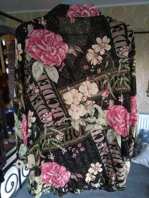 bluse mit rosenmuster von ulla popken tauschen tauschb rse und verschenkb rse kostenlos und. Black Bedroom Furniture Sets. Home Design Ideas